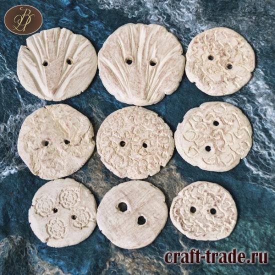 Пуговицы из белой глины 4-6 см.