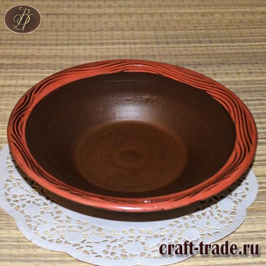 Тарелка с красной каймой